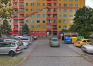 4 izbový veľký, priestranný byt v pôvodnom stave s balkonom v zateplenom dome vo výbornej lokalite, hned na začiatku Petržalky