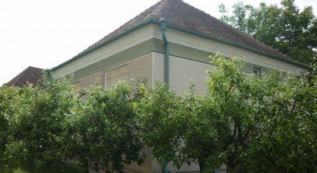NOVÁ CENA!Na predaj 3-izb tehlový  RD v obci Semerovo..ODPORÚČAM!