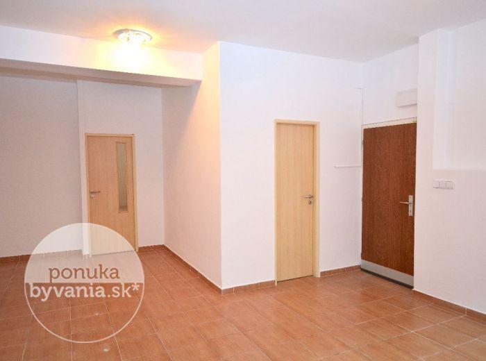 PREDANÉ - KRÍŽNA, nebytový priestor, 58 m2 – pekný variabilný priestor VHODNÝ AKO SÍDLO FIRMY, centrum mesta – VÝBORNÁ INVESTÍCIA