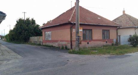 Ponúkame na predaj rodinný dom v obci Nána.