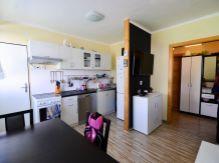 Útulne a funkčne zrekonštruovaný 3-izbový byt na predaj v blízkom centre Lipt. Hrádku