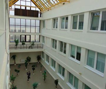 Rozsiahla ponuka moderných kancelárií v širšom centre mesta.