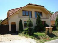 REALFINANC - 100% aktuálny 6 izbový Rodinný Dom s garážou, čiastočne podpivničený, úžitková plocha 356 m2, pozemok 1120 m2 V.Kostoľany!!