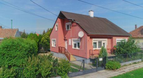 6 - izbový krásny dvojgeneračný dom 150 m2, pozemok 585 m2 - Rajka