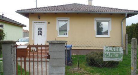 4 - izbový rodinný montovaný bungalov 74 m2, pozemok 320 m2