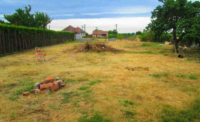 Exkluzívne Best Real ponúka na predaj stavebný pozemok so starým rodinným domom