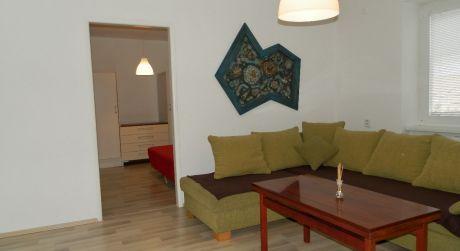 Exkluzívny prenájom, pekný 2 iz. byt po kompletnej  rekonštrukcii vo Vrábloch