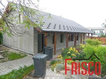 ZNÍŽENÁ CENA! Predáme rodinný dom s garážou v obci Pata.