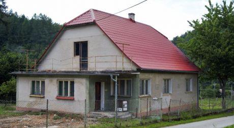 Na predaj veľký rodinný dom, 4+1, 1.777 m2, Zubák, Okr. Púchov