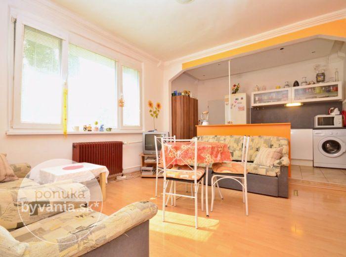PREDANÉ - TEPLICKÁ, 2,5-i byt, 65 m2 - slnečný byt s balkónom i loggiou, ZATEPLENÝ, v lokalite plnej zelene, výborná investícia