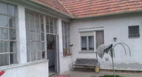 Predáme RD Nová Ves nad Žitavou na 15,5 á pozemku v ok. Nitra