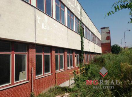 Na predaj priemyselná budova v Bošanoch + možnosť prenájmu