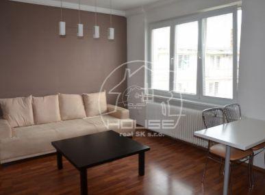 PREDAJ: 2 izb. byt s balkónom, kompletná rekonštrukcia, vynikajúca lokalita, BA III, Kukučínova ulica