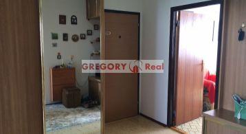 PREDAJ: 3 izbový, čiastočne zrekonštruovaný, byt s lodžiou (8/8) Tupolevova ul., Petržalka - Bratislava V.