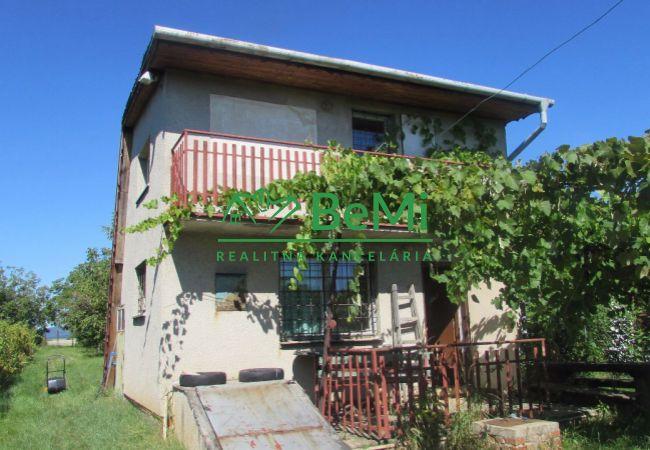 Predáme viničný dom s pozemkom v Zlatých Moravciach (500-13-AFI)