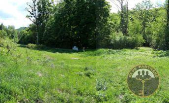 Krásny slnečný a rovinatý pozemok - Kokošovce / Sigord