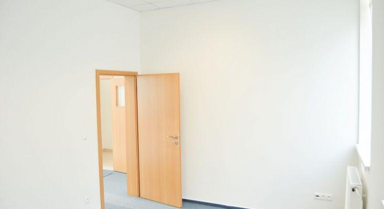 EXKLUZÍVNE kancelárie na prenájom 3 minúty od centra KNM