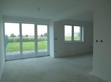 POSLEDNÉ 4 DOMY 152 500,- v Rovinke www.alejprihradzi.sk ! Dom o rozlohe od 225m2, 7 izieb, garáž + 2 x parkovanie, pozemok 400m2! Výborná cena!