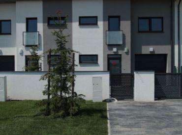 POSLEDNE 3 DOMY 162 500!!! www.alejprihradzi.sk ! Dom o rozlohe od 225m2, 7 izieb, garáž + 2 x parkovanie, pozemok 400m2! Výborná cena!