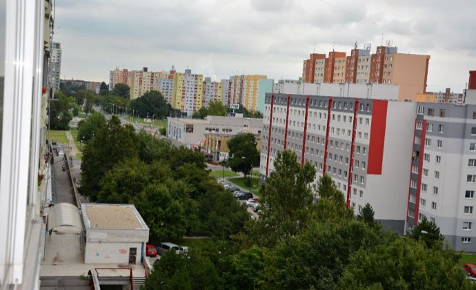 PREDAJ ,2 izbový byt,Mánesovo námestie Bratislava-Petržalka - REZERVOVANÉ