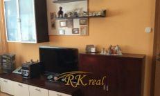 Na predaj 1.- izb. byt – so  zariadením – na Slatinskej ul. v Bratislave – Vrakuňa.