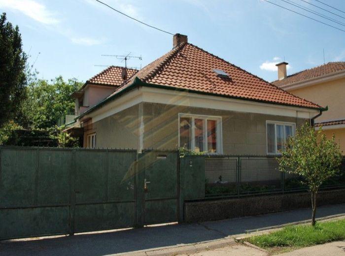 PREDANÉ - MADÁCHOVA, 5-i dom, 400 m2 – zachovalý rodinný dom V KĽUDNOM PROSTREDÍ