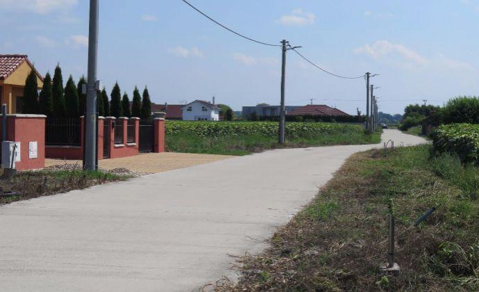 PREDAJ - Pozemky pre rodinné domy v obci Báč