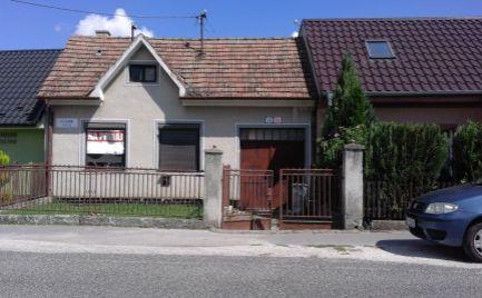 Starší rodinný dom v pôvodnom stave v Trebaticiach.