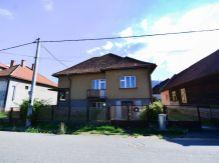 Exkluzívne ponúkame atraktívny dom v obci Pavčina Lehota.
