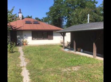 Rodinný dom s veľkým pozemkom a  objektom vhodným na podnikanie v Čakanoch.