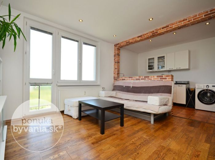PREDANÉ - TREBIŠOVSKÁ, 1,5-i byt, 49 m2 – príjemne zrekonštruovaný byt s BALKÓNOM, s nádherným výhľadom na zeleň, ZATEPLENIE