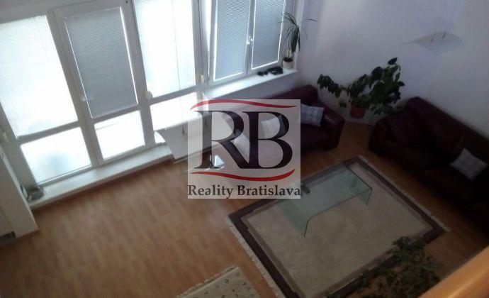 Ponúkame na prenájom krásny 4 izbový mezonetový byt v tichej lokalite na ulici Špieszová, Karlová ves, Bratislava.