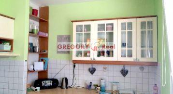 PREDAJ: 1 izbový, veľký byt (41 m2), posch. 4/7, Studenohorská ul., Lamač, Bratislava IV., možnosť prerobiť na 2-izbový byt