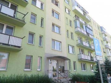 REZERVOVANÝ! ZNÍŽENÁ CENA! Exkluzívne! Predáme 2-izbový byt s balkónom v Seredi