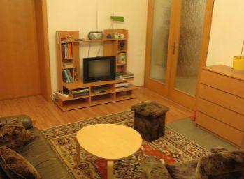 3.izb. byt so zariadením a s energiami (garáž a záhradka)  -  v širšom centre mesta - Piešťany