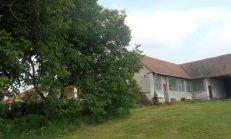Ponúkame na predaj rodinný dom v Sľažanoch