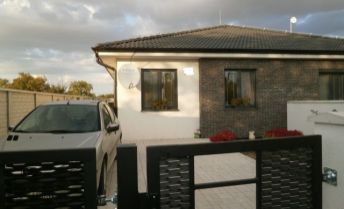 Krásny kompletne zariadený 3 izbový rodinný dom v Hviezdoslavove čaká len na Vás!!!!!