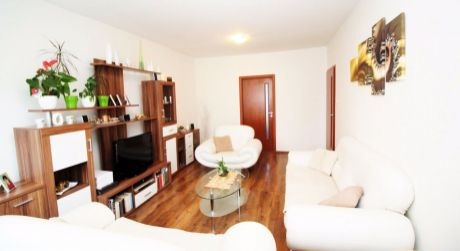 Veľkometrážný slnečný 4 izbový byt na Banisku