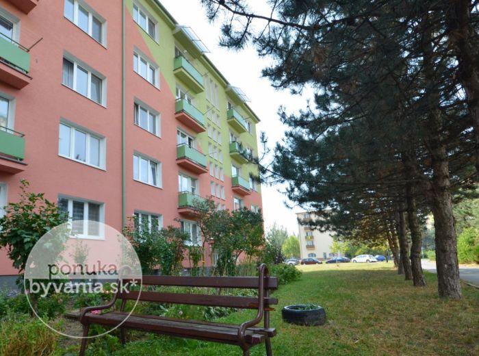 PREDANÉ - KADNÁROVA, 2-i byt, 60 m2 – TEHLOVÝ byt s 2 BALKÓNMI, v ZATEPLENOM bytovom dome, v tichej lokalite Krasňany