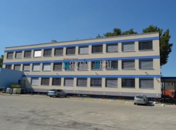 MAXFIN REAL - Kancelárie v Nitrianskej mestskej časti s parkovaním.