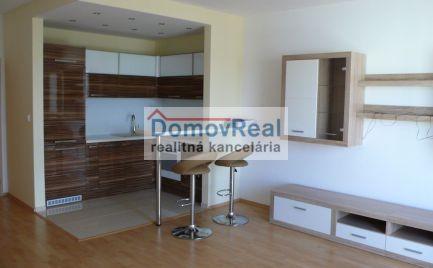 Na predaj pekný 1-izbový byt s balkónom v novostavbe v Šamoríne