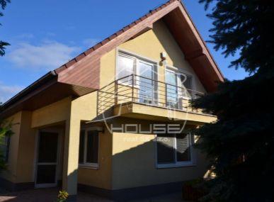 PREDAJ: 4 izb. rodinný dom s dvojgarážou v Záhorskej Bystrici, BA IV