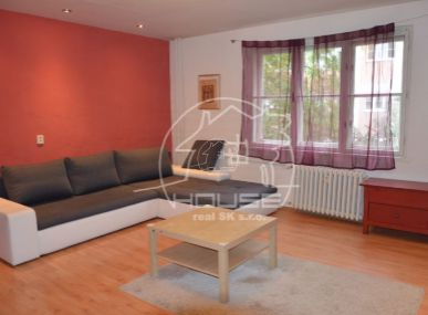 PRENÁJOM: 1 izbový byt na Šancovej ulici, Bratislava,  výmera 43 m2, zariadený.