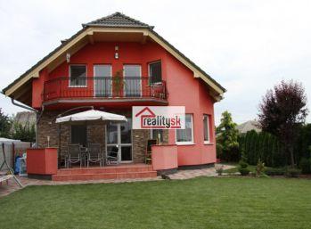 Reality Štefanec /ID-10415/ Veľké Úľany, Družstevná ul., okr. GA, predaj novostavby 4,5 iz. rodinného domu, na 5 á pozemku. Cena cca 151.000,-€