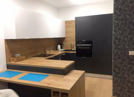 Starbrokers - prenájom 2-izbového bytu s parkovacím miestom v Panorama City, Landererova, Bratislava - Staré Mesto