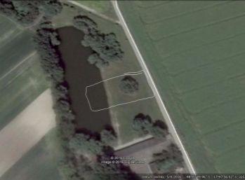 Reality Štefanec /ID-10422/ Trstice okr. GA, predaj pozemku s časťou rybníka o celkovej rozlohe 990 m2. Cena 21.900,-€.