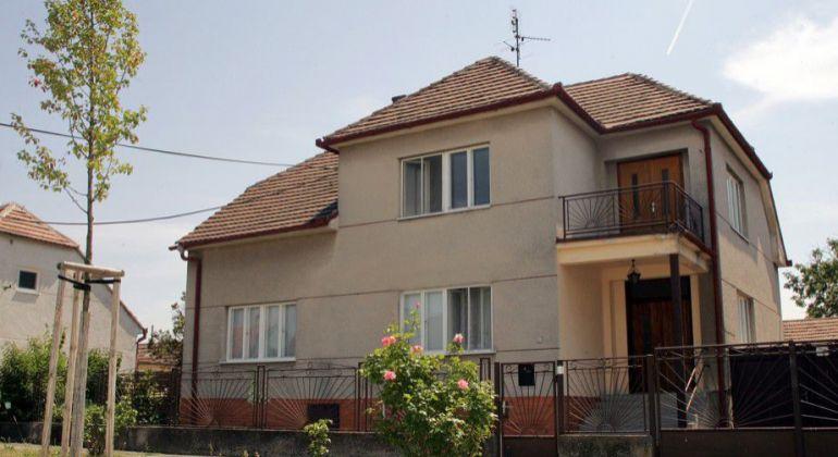 Veľký dvojpodlažný rodinný dom v obci Kopčany