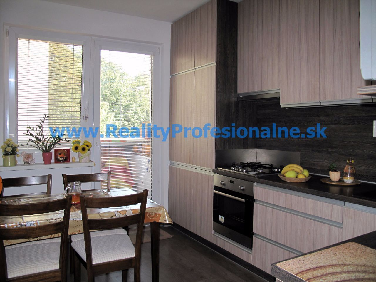 PREDANÉ ZA 7 DNÍ: 4 izbový byt, Petržalka - Ovsište, najlepšie miesto na bývanie a výchovu detí