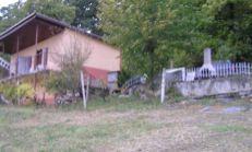 Tichá chata s veľkým pozemkom ako stvorená na odpočinok.