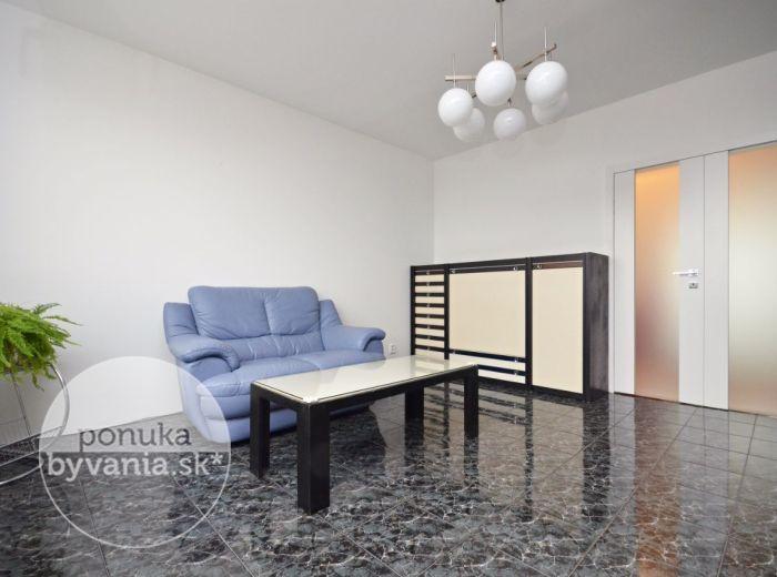 PREDANÉ - PODZÁHRADNÁ, 3-i byt, 77 m2 – so ZARIADENÍM, kompletne zrekonštruovaný, IHNEĎ VOĽNÝ, parkovacie miesto, LOGGIA